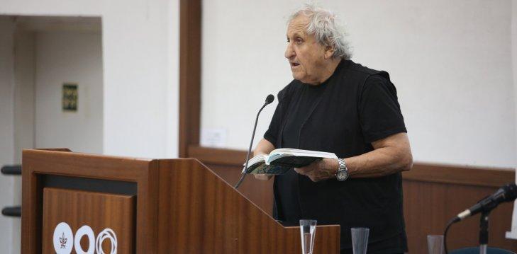 הסופר א.ב. יהושע באירוע ההשקה של סדרת ״ספרות פלוס״ 2018